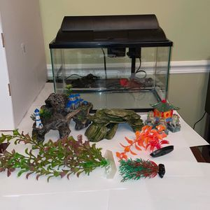 Fish Tank with decorations for Sale in Oakton, VA
