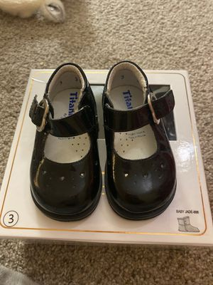 Girl Shoes 6-9 months size 3c for Sale in Phoenix, AZ