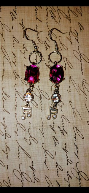 Pink and white gem with music note earrings for Sale in Batesburg-Leesville, SC