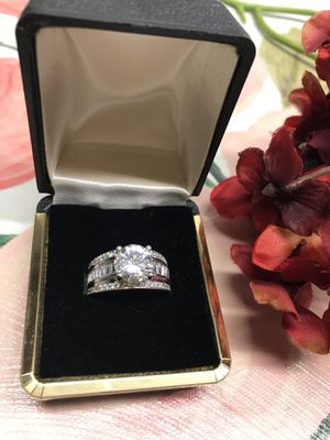 14K white gold plated Brilliant Sapphire Cubic Zirconia Gorgeous ring Sz8 for Sale in Villa Park, IL