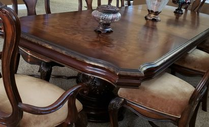 Hooker brand dining Table for Sale in Costa Mesa,  CA