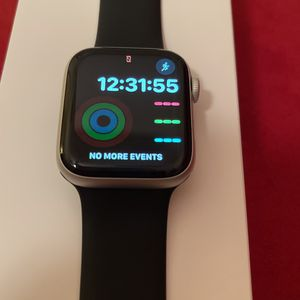 Apple Watch Series 4 Silver Aluminum 44mm for Sale in Riverview, FL