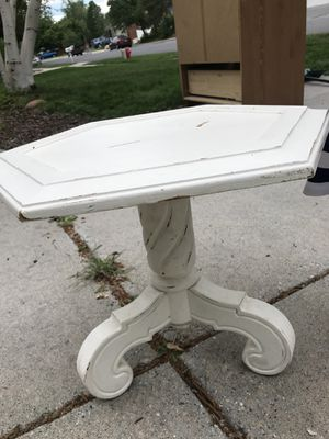 Small antique side table for Sale in Sandy, UT
