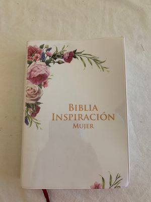 Biblia en español for Sale in Beaumont, CA