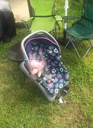 Baby car seat for 4-22 lbs child for Sale in McKees Rocks, PA