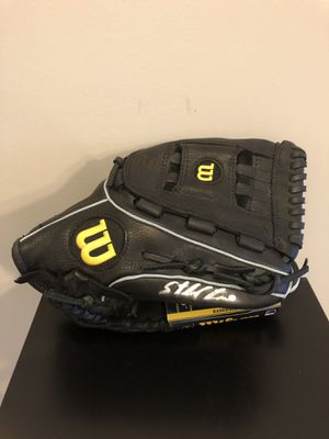 Baseball Glove signed by Starlin Castro for Sale in Northbrook, IL