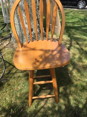 Solid wood swivel bar stool. for Sale in Schaumburg, IL