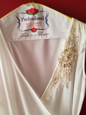 Beautiful Ivory formal dress size 8 for Sale in Cashmere, WA