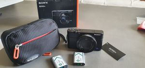 Sony RX100 V amazing conditions! With 2 batteries, pouch, and original Box. for Sale in West Hollywood, CA