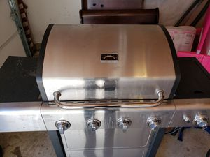 Kenmore 4 burner Gas Grill with side burner for Sale in Silver Spring, MD