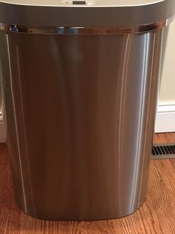 Trash Can Motion Sensor Hand Free 21.1 Gallon for Sale in Tinley Park,  IL
