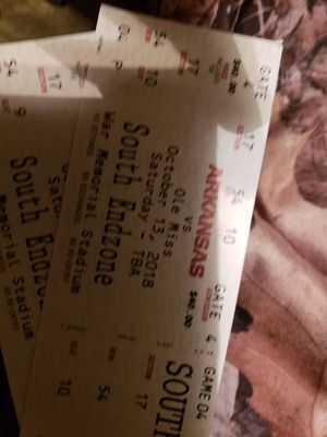 2 tickets to the razorback vs ole miss game tonight for Sale in Little Rock, AR