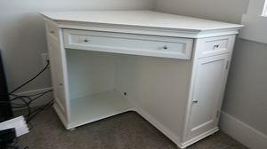 WHITE CORNER COMPUTER DESK for Sale in Richland, WA