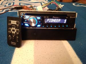 Pioneer DEH-7300bt whit built-in bluetooth for Sale in Los Angeles, CA