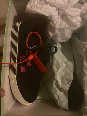 Off white sneakers size 8 brand new for Sale in Fort Lauderdale, FL
