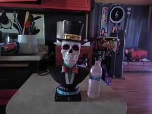 New Skull Statue Eyes Light up for Sale in La Verne, CA