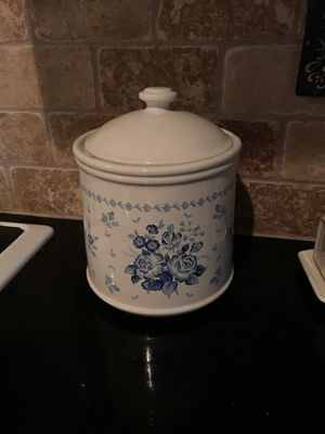 Blue and white cookie jar for Sale in Mesa, AZ