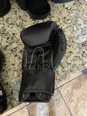 BOXING GLOVES for Sale in Palos Hills, IL