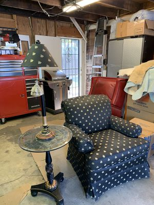 Nice quality chair with a bee print. So cute has a matching lamp sold separately. for Sale in Bakersfield, CA