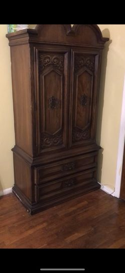 ANTIQUE ARMOIRE for Sale in Brooklyn,  NY