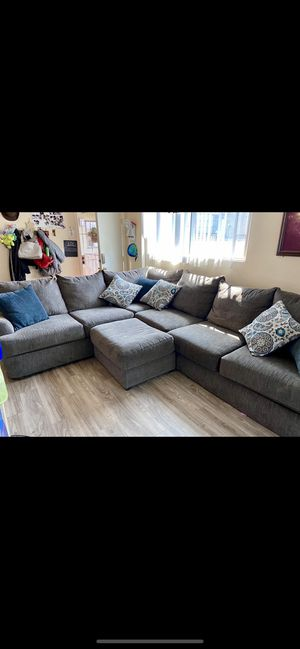 Serta Comfort L shaped sectional sofa w/ Ottoman for Sale in Torrance, CA