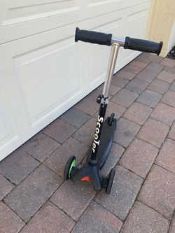 Scooter 3 Wheel Glider with Kick Go Lean 2 Turn for Sale in Cape Coral,  FL