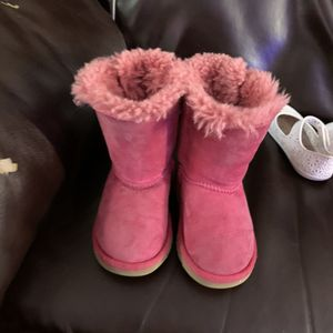 Ugg toddler boots size 7t for Sale in Bensenville, IL
