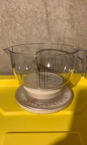 Pyrex Accessories 6 lb Kitchen Scale and Bowl for Sale in Hainesport, NJ