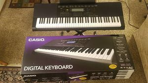Digital keyboard piano (76 keys!) with stand and bench for Sale in Yakima, WA