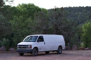 2001 Chevy express 3500 5.7L V8 for Sale in Phoenix, AZ