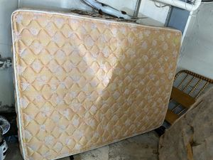 Free Queen Mattress for Sale in Kansas City, MO
