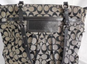 Coach Signature East West Pleated Gallery Tote Bag Black & Gray #B1076-14670 for Sale in Mountlake Terrace,  WA