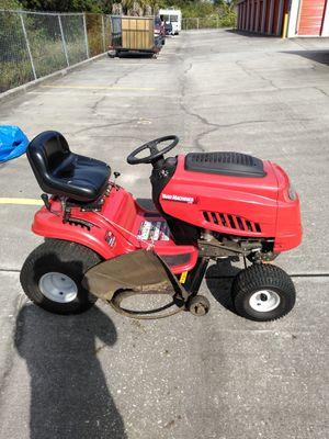 Riding lawn mower good shape. for Sale in BELLEAIR BLF, FL