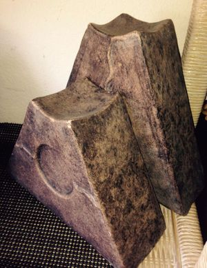 Bookend / candle holder ceramic art set 2, H9w10.5d3.5 / H7L10D3.5 inch for Sale in Chandler, AZ