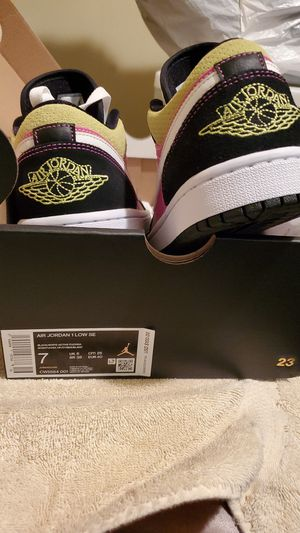 Air Jordan 1 Low SE size 7 for Sale in Chicago, IL