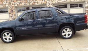Cars & trucks$1500 very dependable 07 Chevry Avalanche Immaculate 4WDWheels for Sale in Vallejo, CA