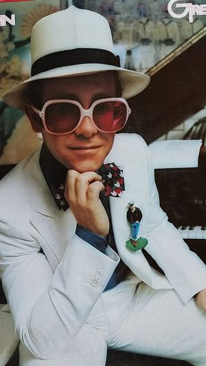 Elton John- Greatest Hits LP for Sale in Woodbine, MD