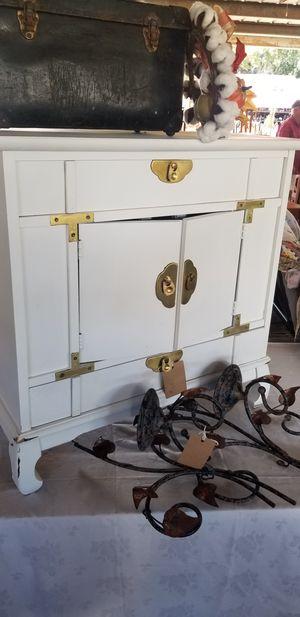 Antique cabinet for Sale in Mount Dora, FL