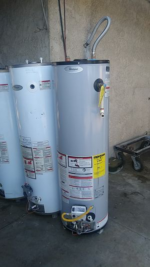 Water heater. Whirlpool. 40 galones gas semi nuevo for Sale in Bloomington, CA