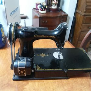 Antique Singer seeing machine for Sale in Puyallup, WA