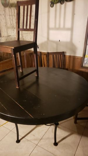 Sturdy kitchen table and 4 chairs for Sale in Conroe, TX