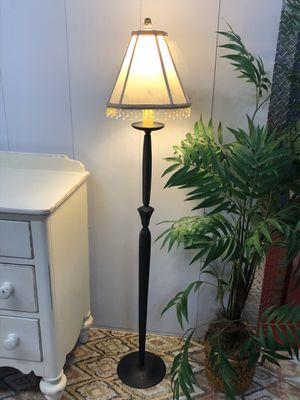 "Metal Dark Brown Floor Lamp 60"" Tall for Sale in Boynton Beach, FL"