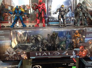 Halo 4 5 figure boxed set for Sale in Chicago, IL