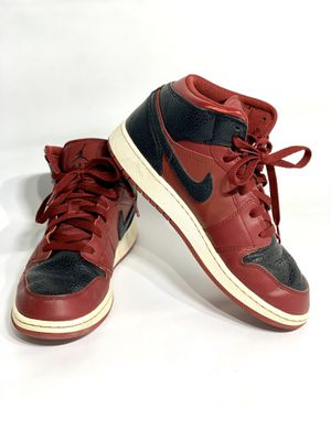 Nike Air Jordan 1 Mid GS Shoe Team Red/Black Shoes Men's (Size: 7Y) 554725-601 for Sale in Bakersfield, CA