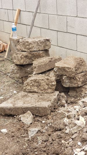 Free Large rocks, piedra and dirt, tierra for Sale in Whittier, CA