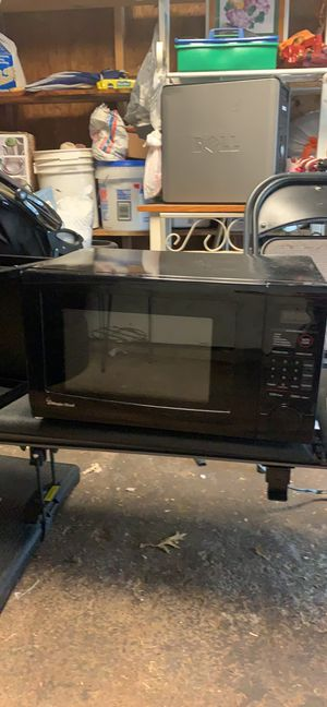 Magic chef microwave for Sale in Sterling, VA