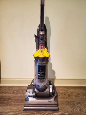Dyson DC33 Multifloor Bagless Upright Vacuum for Sale in Houston, TX