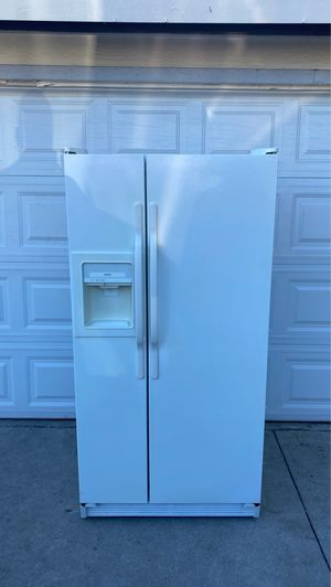 HOTPOINT REFRIGERATOR for Sale in Monterey Park, CA