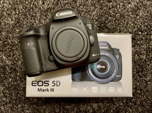 Canon 5Diii low shutter count 14453 Pre owned Mint condition for Sale in Castro Valley, CA