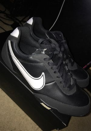 Black and white Nike shoes for Sale in Cincinnati, OH